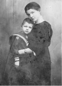 Елена Дмитриевна и Коля Калабуховы.