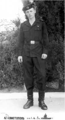 Его внук Артемий - морской пехотинец. Службу проходил в том самом Севастополе, где воевал его прапрапрадед Марк Маркович Калабухов.