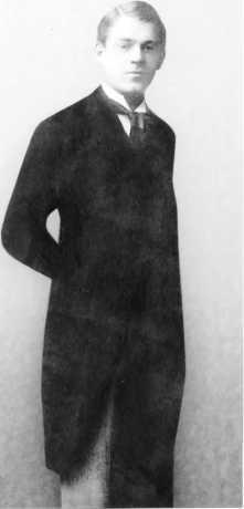 Иван Григорьевич в молодости. Москва. 1910 год.